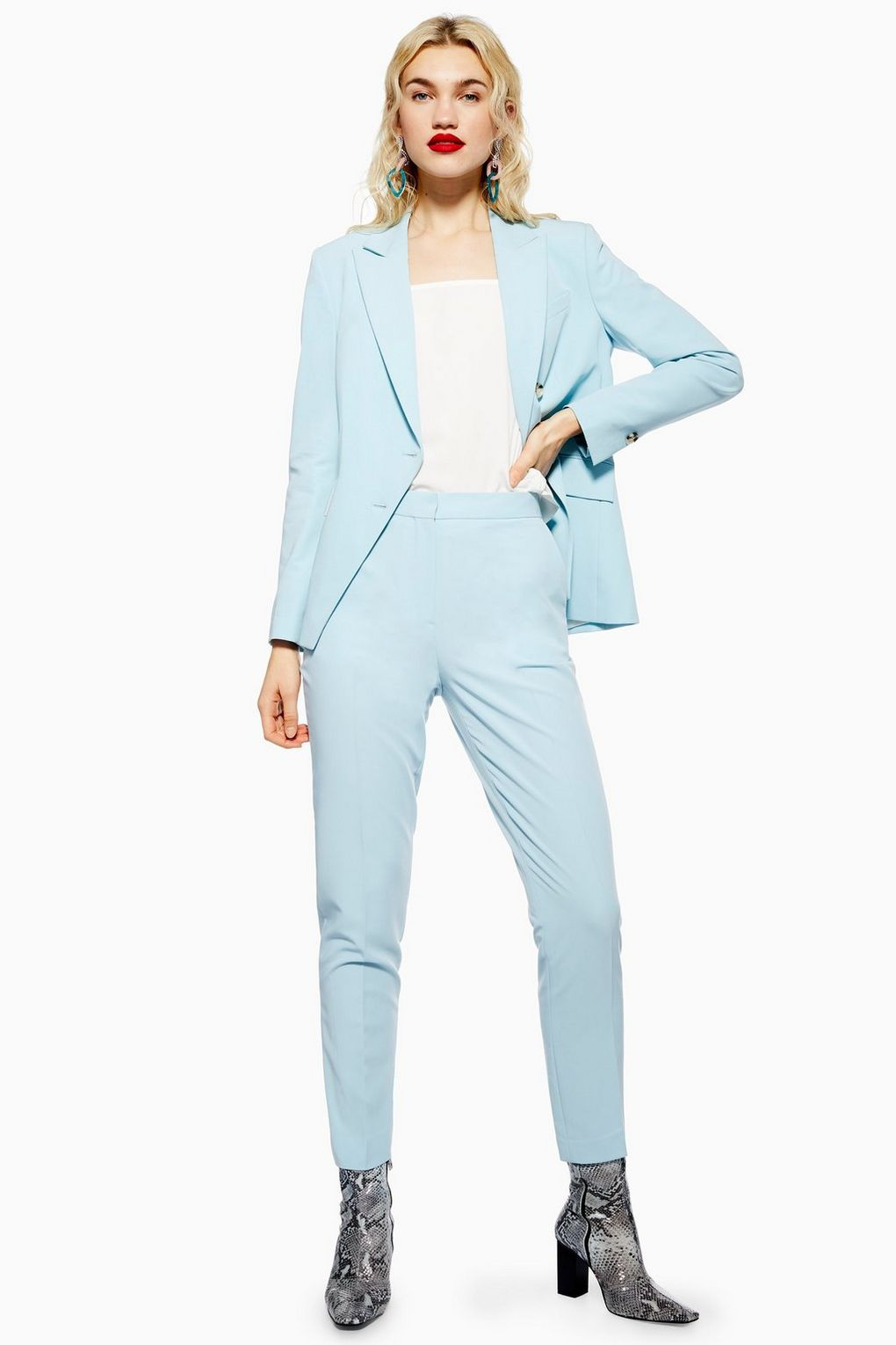 7 Suit Color Trends You Need To Wear To The Office This Summer